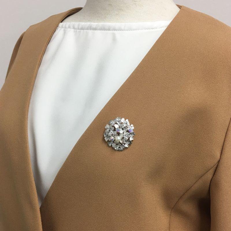紫陽花 あこや真珠ブローチ 装着