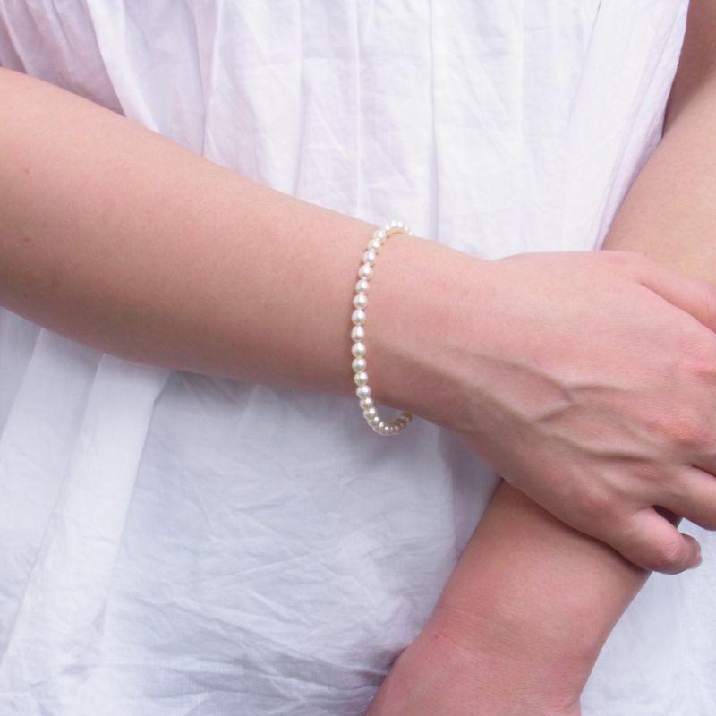 あこや真珠ブレスレット 4.5mm 黄色 装着