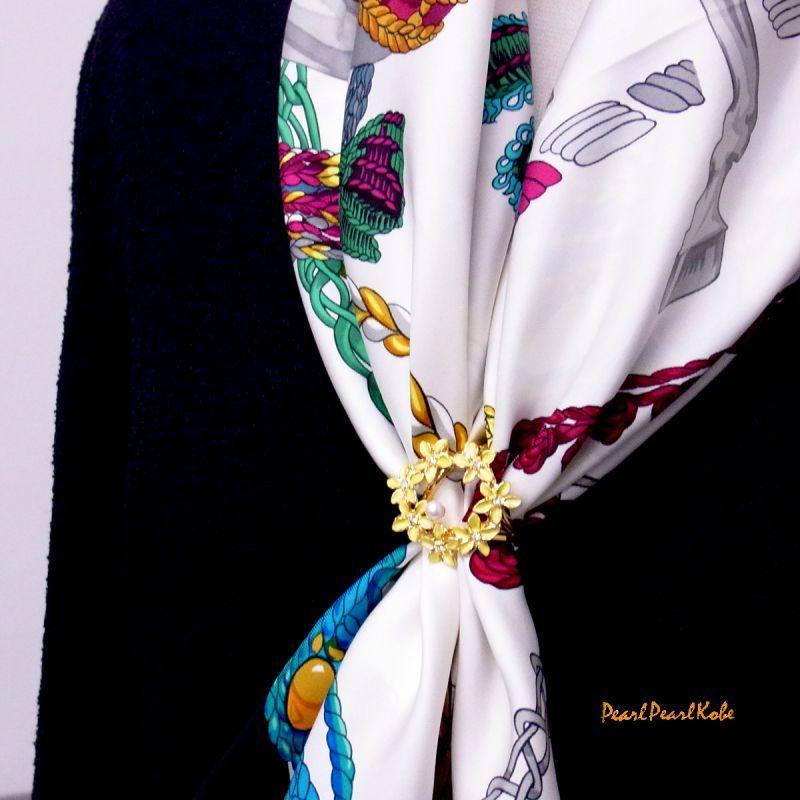 パールスカーフリング 花輪 装着