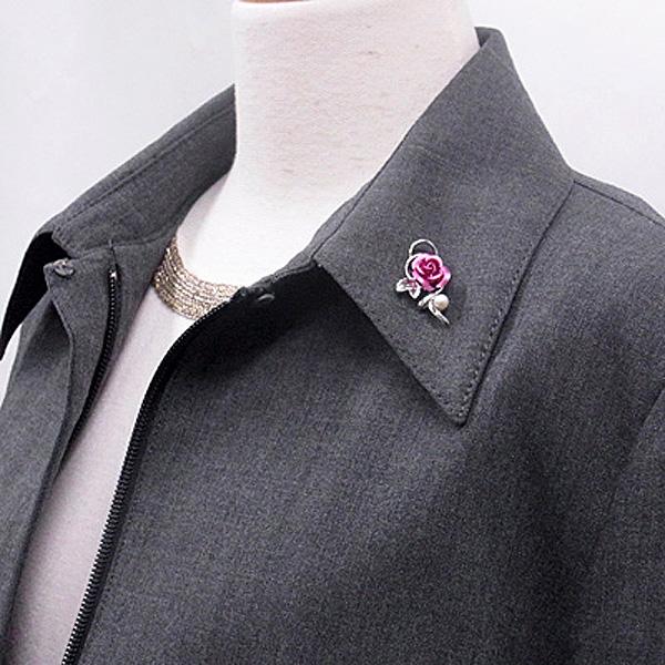 バラ パールブローチ ピンク 装着